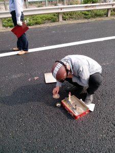 3.Đo độ nhám mặt đường theo PP rắc cát