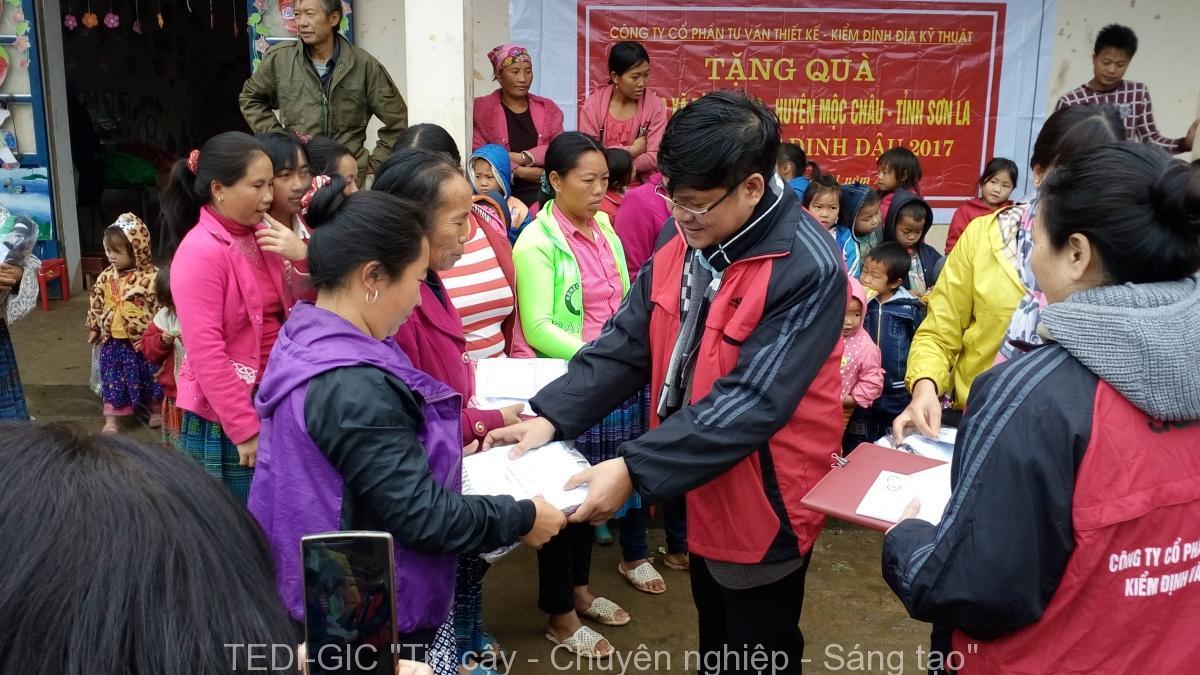 Tang qua Moc Chau 2017 (4)