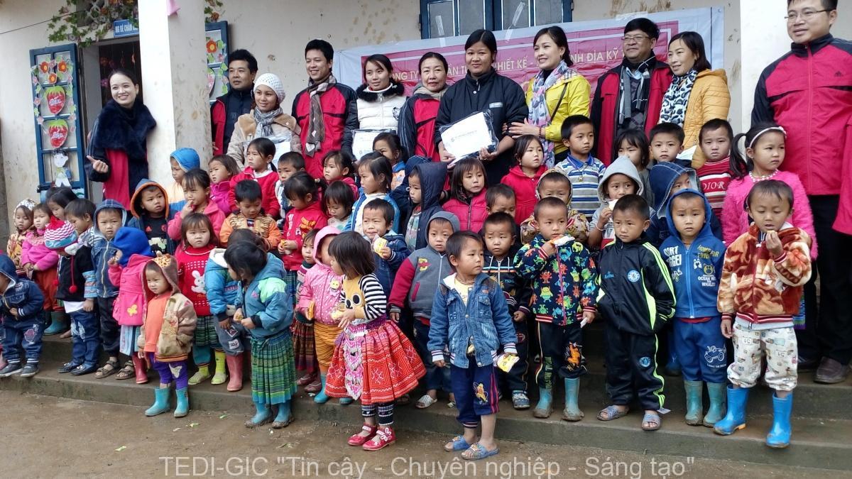 Tang qua Moc Chau 2017 (6)