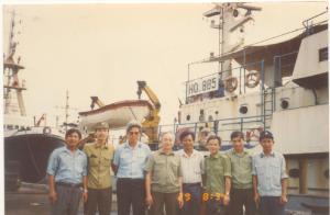Chup anh voi Dai tuong Hoang Van Thai truoc khi ra Truong Sa KSDC